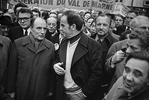 Roger-Viollet | 407414 | Rally of the Union of the Left. Robert Fabre, François Mitterrand and Georges Marchais. Behind : Pierre Mauroy and Charles Hernu. Paris, 1976. | © Jacques Cuinières / Roger-Viollet