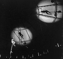 Roger-Viollet | 408158 | Circus : trapeze artist. France, circa 1935. | © Gaston Paris / Roger-Viollet