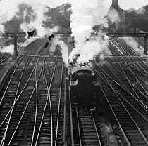 Roger-Viollet | 408913 | Gaston, Paris (1903-1964). Trains. négatif sur support souple en nitrate de cellulose. [s. d.]. Bibliothèque historique de la Ville de Paris. | © Gaston Paris / BHVP / Roger-Viollet