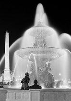 Roger-Viollet   411583   Place de la Concorde. The fountain of Maritime Navigation ( Fontaine des mers ) and the Obelisk, at night. Paris (VIIIth arrondissement). Photograph by René Giton (known as René-Jacques, 1908-2003). Bibliothèque historique de la Ville de Paris.   © René-Jacques / BHVP / Roger-Viollet