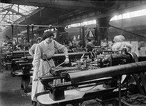 Roger-Viollet | 412045 | War - Women at work | © Maurice-Louis Branger / Roger-Viollet