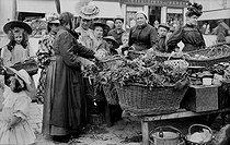 Roger-Viollet | 414041 | Market. Issoudun (Indre), circa 1900. | © CAP / Roger-Viollet