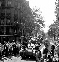Roger-Viollet | 415665 | World War II. Liberation of Paris. Tank of the Leclerc army, avenue Mozart, August 1944. | © Roger-Viollet / Roger-Viollet