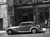 Roger-Viollet | 417088 | Talbot in front of the Press agency Roger-Viollet, 6, Seine street. Paris, june 1947. | © Roger-Viollet / Roger-Viollet