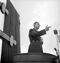 Roger-Viollet | 417274 | General Charles de Gaulle (1890-1970) making a speech in Algiers (Algeria), on October 12, 1947. | © Roger-Viollet / Roger-Viollet