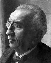 Roger-Viollet | 420633 | Louis Lumière (1864-1948), chimiste et industriel français. | © Pierre Choumoff / Roger-Viollet