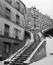 Roger-Viollet   420934   Ménilmontant. Stairs of the rue Vilin, under the snow. Paris (XXth arrondissement), 1947. Photograph by René Giton known as René-Jacques (1908-2003). Bibliothèque historique de la Ville de Paris.   © René-Jacques / BHVP / Roger-Viollet