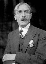 Roger-Viollet | 421215 | Paul Valéry (1871-1945), French writer, circa 1930. | © Henri Martinie / Roger-Viollet