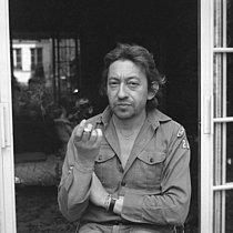 Roger-Viollet | 421935 | Serge Gainsbourg (1928-1991), French singer-songwriter. | © Patrick Ullmann / Roger-Viollet