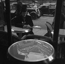 Roger-Viollet | 422100 | Café, place de l'Opéra. Paris (IXth arrondissement), 1937-1938. | © Gaston Paris / Roger-Viollet