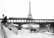 Roger-Viollet | 426052 | The Bir-Hakeim bridge and the Eiffel Tower. Paris (XVIth arrondissement), 1908. | © Maurice-Louis Branger / Roger-Viollet