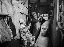 Roger-Viollet | 426401 | Clowns in their dressing room. France, around 1930. | © Albert Harlingue / Roger-Viollet