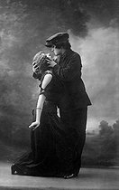 Roger-Viollet | 427626 | Dance of Parisian Apaches mimed by two women. About 1900. | © Roger-Viollet / Roger-Viollet