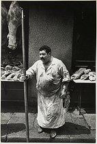 Roger-Viollet | 432822 | The Halles covered market. Butcher. Paris, 1967. Photograph by Jean Marquis (1926-2019). Bibliothèque historique de la Ville de Paris. | © Jean Marquis / BHVP / Roger-Viollet