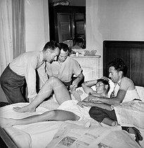 Roger-Viollet   433986   Tour de France 1955. Gilbert Bauvin, Scodeler and R. Walkowiak in their bedroom.   © Roger-Viollet / Roger-Viollet