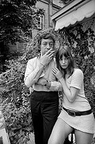 Roger-Viollet | 434327 | Serge Gainsbourg (1928-1991), French singer-songwriter, and Jane Birkin (born in 1946), English actress and singer. Paris, 1969. Photograph by Georges Kelaïditès (1932-2015). | © Georges Kelaïditès / Roger-Viollet