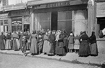Roger-Viollet | 434675 | World War I. Women standing in line in front of food stores. France. | © Neurdein / Roger-Viollet