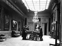 Roger-Viollet | 435886 | World war II. Inventory of the gallery Wildenstein, Boétie street, 57. Paris, April, 1941. | © LAPI / Roger-Viollet