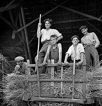 Roger-Viollet | 438701 | Cher - Harvesters | © LAPI / Roger-Viollet