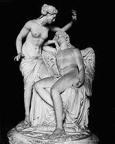 Roger-Viollet | 439680 | F. Delaistre. Psyché et l'Amour. 1785, Louvre. | © Léopold Mercier / Roger-Viollet