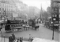 Roger-Viollet | 439879 | Paris - Traffic congestion | © Maurice-Louis Branger / Roger-Viollet