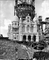 Roger-Viollet | 442207 | Paris XVIII-th arrondissement. The Sacré-Coeur basilica during the construction of the bell tower, around 1908. | © Léon & Lévy / Roger-Viollet