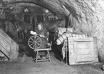 Roger-Viollet | 442481 | Cervières (Upper-Alps). Ropemaking machine. | © Roger-Viollet / Roger-Viollet