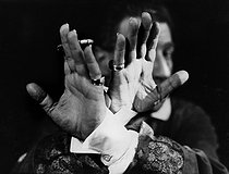 Roger-Viollet | 442516 | Hands of Sacha Guitry (1885-1957), French actor, writer and director. Photograph by Henri Manuel (1874-1947). | © Henri Manuel / Collection Harlingue / Roger-Viollet