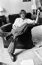 Roger-Viollet | 443216 | Françoise Sagan (1935-2004), French woman of letters, at home, around 1975. | © Jacques Cuinières / Roger-Viollet
