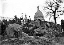 Roger-Viollet | 445801 | Second Wolrd War. Building works to put a youth centre in Montmartre. Paris (XVIIIth arrondissement), March 1941. | © LAPI / Roger-Viollet
