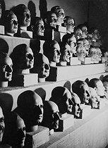 Roger-Viollet | 447665 | Heads of display mannequins. France, 1935-1939. | © Roger-Viollet / Roger-Viollet