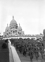 Roger-Viollet | 450191 | World War II. German soldiers at the Sacré-Coeur in Montmartre. Paris, 1940. | © LAPI / Roger-Viollet