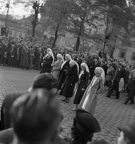 Roger-Viollet | 450769 | Funeral of Paul Vaillant-Couturier (1892-1937), French writer and politician. Paris, October 1937. Photograph by Marcel Cerf (1911-2010). Bibliothèque historique de la Ville de Paris. | © Marcel Cerf / BHVP / Roger-Viollet