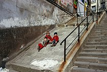 Roger-Viollet | 450897 | Children playing in the district of Belleville. Paris (XXth arrondissement), April 1970. Photograph by Léon Claude Vénézia (1941-2013). | © Léon Claude Vénézia / Roger-Viollet