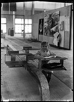Roger-Viollet | 455368 | Presentation of a new school equipment designed by Robert Mallet-Stevens (1886-1945). Paris, 1936. | © Laure Albin Guillot / Roger-Viollet