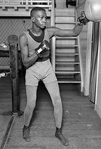 Roger-Viollet | 457201 | Al Brown (1902-1951), Panamian boxer, during a training session. Paris, around 1925-1935. | © Maurice Picoche / Roger-Viollet