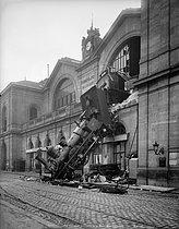 Roger-Viollet   458858   The accident at the Montparnasse train station. Paris, October 22, 1895.   © Neurdein / Roger-Viollet
