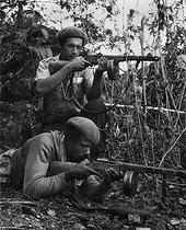Roger-Viollet | 461721 | Militiamen fighting counter-revolutionary groups. Cuba, 1960-1964. | © Gilberto Ante / BFC / Roger-Viollet