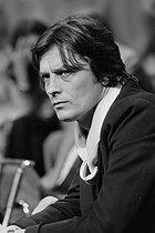 Roger-Viollet | 463563 | Alain Delon (born in 1935), French actor. | © Jacques Cuinières / Roger-Viollet