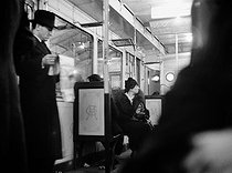 Roger-Viollet   463876   Parisian travelers in the subway, at night. Photograph by Pierre Jahan (1909-2003).   © Pierre Jahan / Roger-Viollet