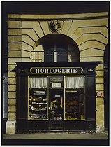 Roger-Viollet | 464716 | Watchmaker's shop, 5 place des Victoires. Paris (Ist arrondissement), 1980. Photograph by Felipe Ferré. Paris, musée Carnavalet. | © Felipe Ferré / Musée Carnavalet / Roger-Viollet