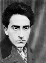 Roger-Viollet   465041   Jean Cocteau (1889-1963), French writer and director, 1926.   © Henri Martinie / Roger-Viollet