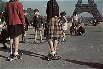 Roger-Viollet | 466568 | World War II. Esplanade of the Palais de Chaillot, Paris. Photograph by André Zucca (1897-1973). Bibliothèque historique de la Ville de Paris. | © André Zucca / BHVP / Roger-Viollet