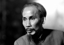 Roger-Viollet | 469317 | Ho Chi Minh (1890-1969), Vietnamese statesman, 1946. | © Laure Albin Guillot / Roger-Viollet