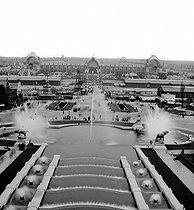 Roger-Viollet | 470393 | Exposition universelle de 1878, Paris. Panorama du Champ de Mars. Stéréo Détail d'une vue stéréoscopique. | © Léon & Lévy / Roger-Viollet