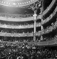 Roger-Viollet | 471507 | Gaston, Paris (1903-1964). Opéra. négatif sur support souple en nitrate de cellulose. [s. d.]. Bibliothèque historique de la Ville de Paris. | © Gaston Paris / BHVP / Roger-Viollet