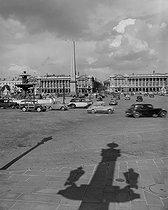 Roger-Viollet   472974   Place de la Concorde, towards the rue Royale. Paris (Ist arrondissement). Photograph by René Giton (known as René-Jacques, 1908-2003). Bibliothèque historique de la Ville de Paris.   © René-Jacques / BHVP / Roger-Viollet