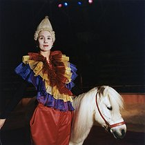 Roger-Viollet | 473651 | Valérie Fratellini, circus artist, dressed as a clown and riding a pony at the Fratellini circus. Paris, November 1991. | © Kathleen Blumenfeld / Roger-Viollet