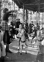 Roger-Viollet | 473983 | World War II. Roundabout at the Champs-Elysées. Paris, March, 1941. | © LAPI / Roger-Viollet