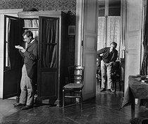 Roger-Viollet | 477167 | Henri Roger (1869-1946), French enginee and photographer. Bilocation. Paris, 1893. | © Henri Roger / Roger-Viollet